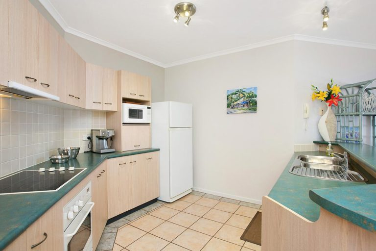 2bed-trinity-beach-holiday-apartments2